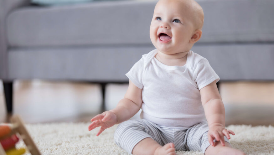 Bebekler Kaç Aylıkken Oturur, Kaç Aylıkken Emeklemeye ve Yürümeye Başlar?