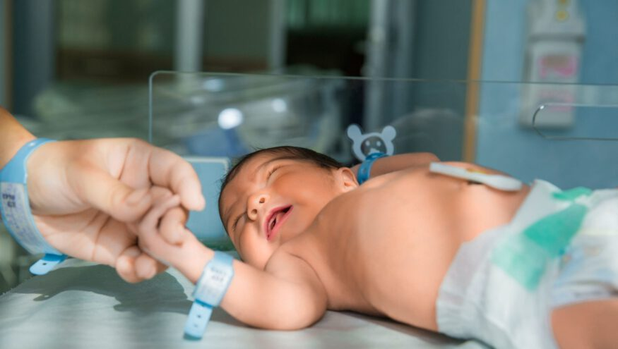 Yeni Doğmuş Bir Bebeğe Nasıl Bakılır? Ne Kadar Yemeli?